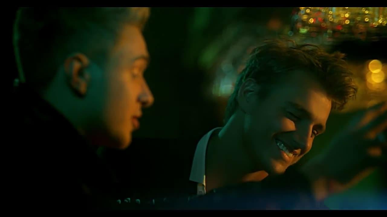 ее улыбка больше чем любовь скачать