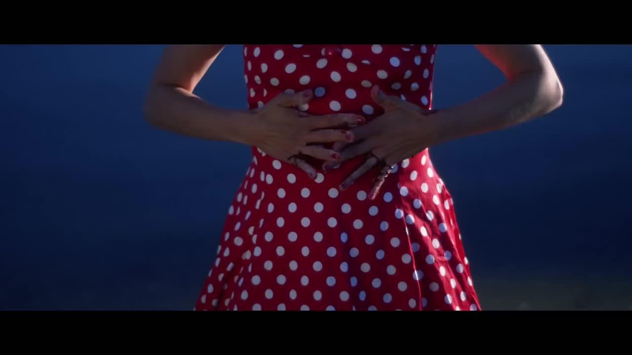 Платье сен лоран скачать песню