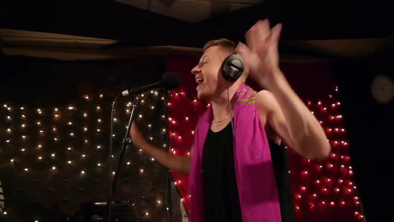 Macklemore ryan lewis cant hold us radio edit скачать.